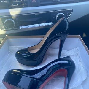 $2️⃣9️⃣0️⃣ off PM - Christina louboutin round toe